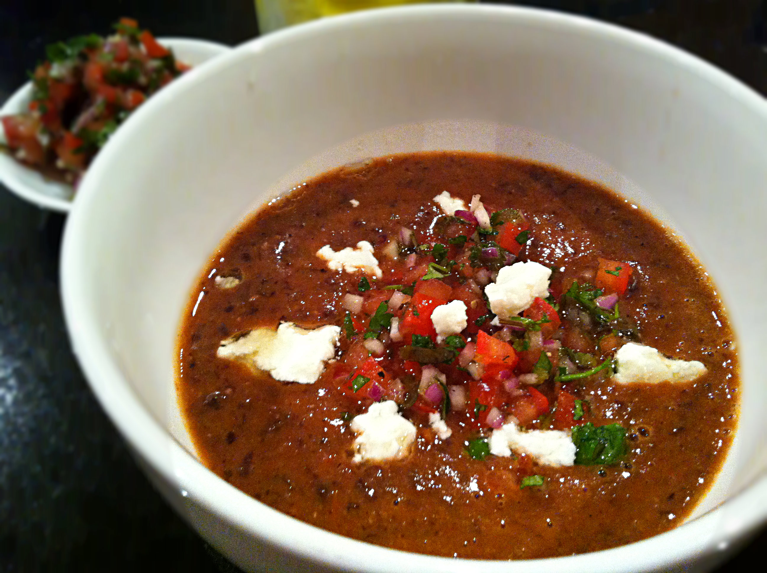 This soup is insane! Get into Mexican Black Bean Soup « foodiecure